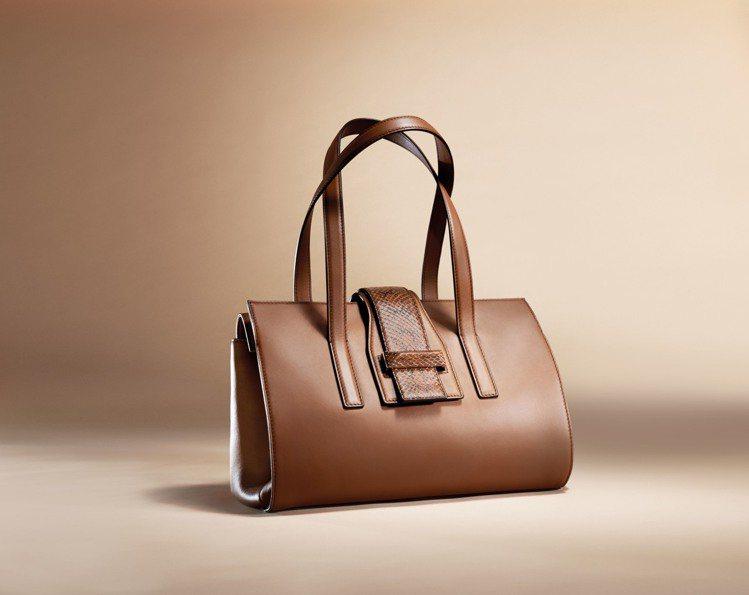 A-Bag棕色款,售價49,200元。圖/MAX MARA提供