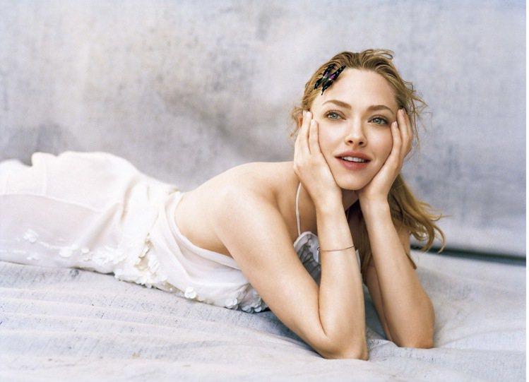 肌膚之鑰春妝光采綺幻樂園系列的形象照,亞曼達塞佛瑞化身大自然的美麗精靈。圖/肌膚...