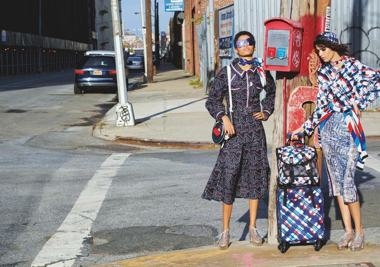香奈兒春夏廣告的主題,有「姊妹情誼」和「旅行」的概念。圖/CHANEL提供