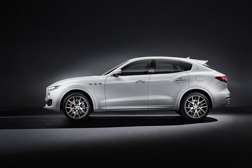 Levante車側擁有粗壯的肌肉線條,搭配Maserati特有的葉子板鯊魚鰭通風口、紅色卡鉗等,象徵其性能地位。 摘自Maserati.com