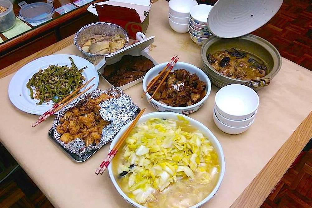 沒吃完的食物,不要直接留在餐桌上。 記者江慧珺/攝影
