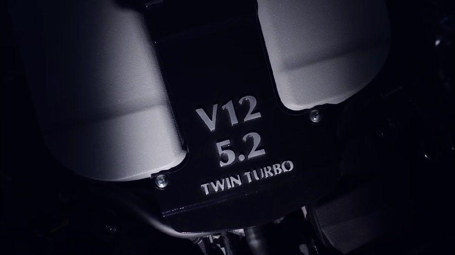 在與Mercedes-AMG技術合作下,DB11所搭載的全新5.2升V12雙渦輪增壓引擎,擁有600hp以上的最大馬力,因此新一代Vantage和Vanquish的動力表現肯定也有一定水準。 摘自Aston Martin.com