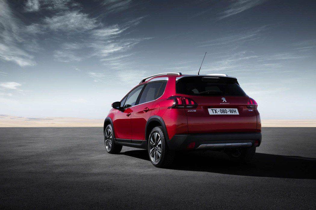 車尾更具動感線條,原廠也將經典三爪式尾燈進行修飾。 摘自Peugeot.com