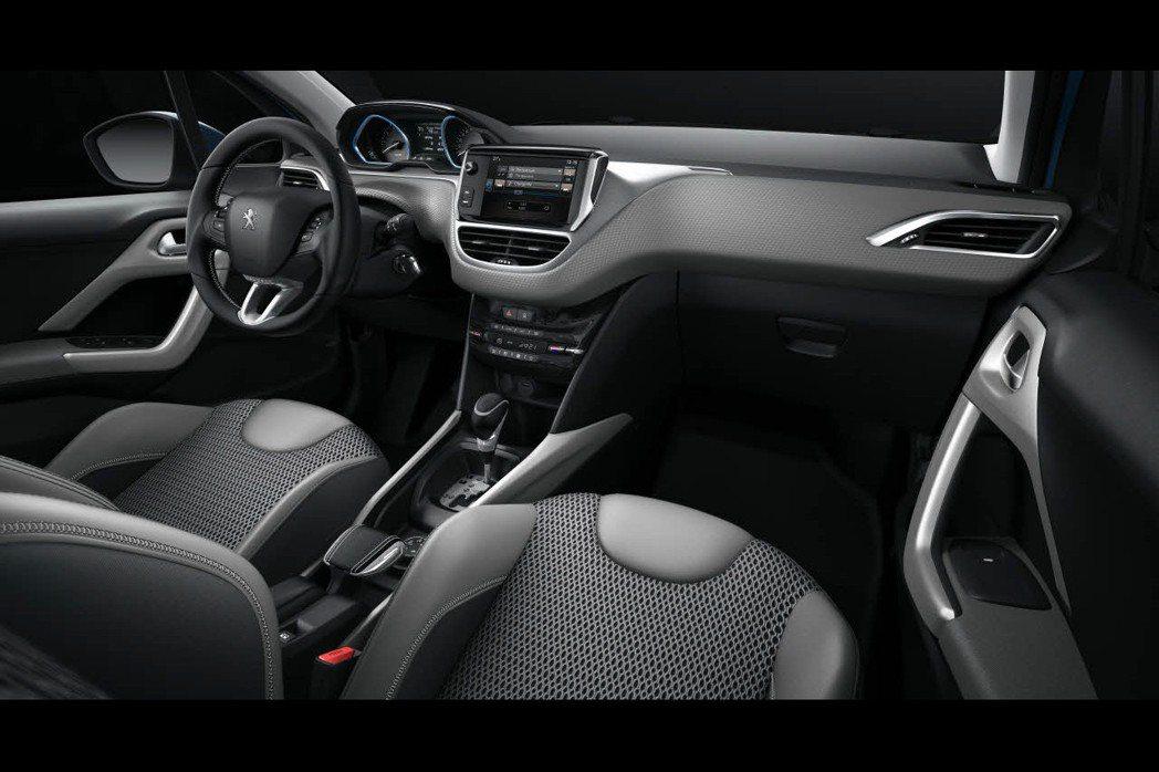 全新Peugeot 2008大抵維持原先格局,原廠僅針對配備與細節方面進行改進。 摘自Peugeot.com