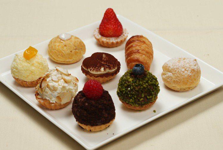 各式口味迷你甜點Mini pastry 。記者陳瑞源/攝影