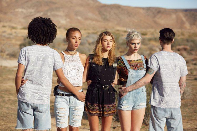 H&M與Coachella音樂祭合作聯名系列,詮釋自由奔放的時尚風情。圖/H&M...