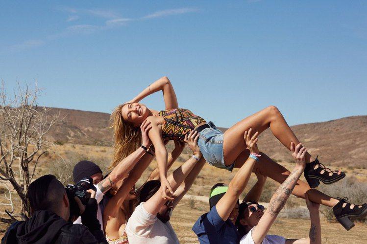 「H&M Loves Coachella」 系列熱情奔放,充滿歡樂氣氛。圖/H&...