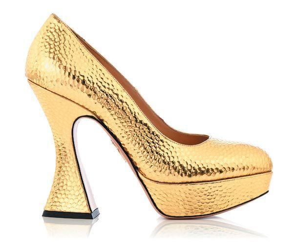 CHARLOTTE OLYMPIA圓點壓紋金色高跟鞋。圖/CHARLOTTE O...
