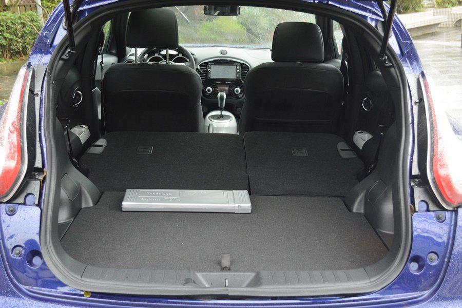 行李廂空間則稍小了一些,後座可快速打平,使置物空間加倍。