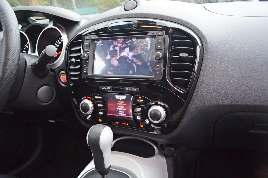 中控台內建多媒體系統,包括導航與數位電視等,中控台螢幕下是空調與操控模式切換顯示幕。