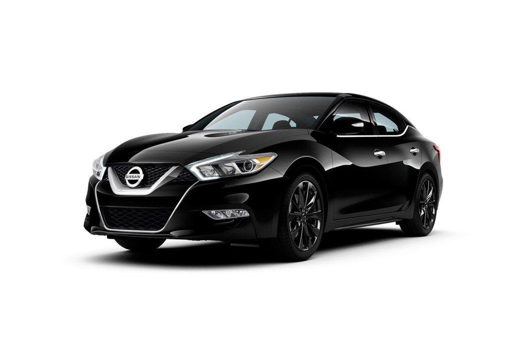 Nissan推新年式Maxima SR Midnight Edition特仕車,吸引年輕族群。 摘自Nissan.com