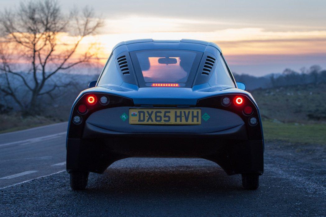 Rasa採用複合式碳纖維底盤打造,車身重量僅有580公斤。 摘自Riversimple.com