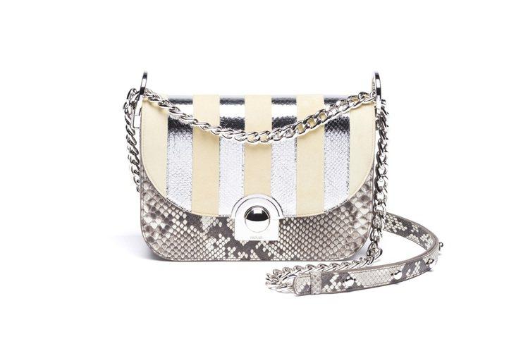 Prada奢華條紋鍊帶Arcade Bag,136,500元。圖/Prada提供