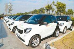 低碳汽車u-car 帶遊客趴趴走