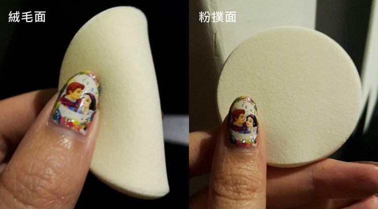 (左)絨毛面(右)粉撲面。超顯白粉餅SPF30/PA+++特有的雙面材質粉撲,是...