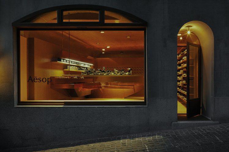 Aesop瑞士店的外觀融合當地街景。圖/Aesop提供