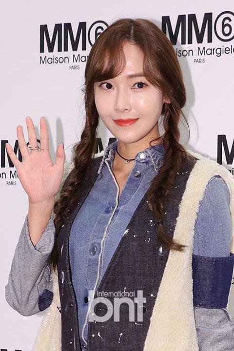 少女時代前成員Jessica將作為美妝節目MC重新回歸韓國演藝圈。Jessica自2014年10月退出少女時代後,暫時中斷了在韓國的演藝活動,將工作重心放在中華圈和自己的時尚品牌事業上。時隔1年5個...