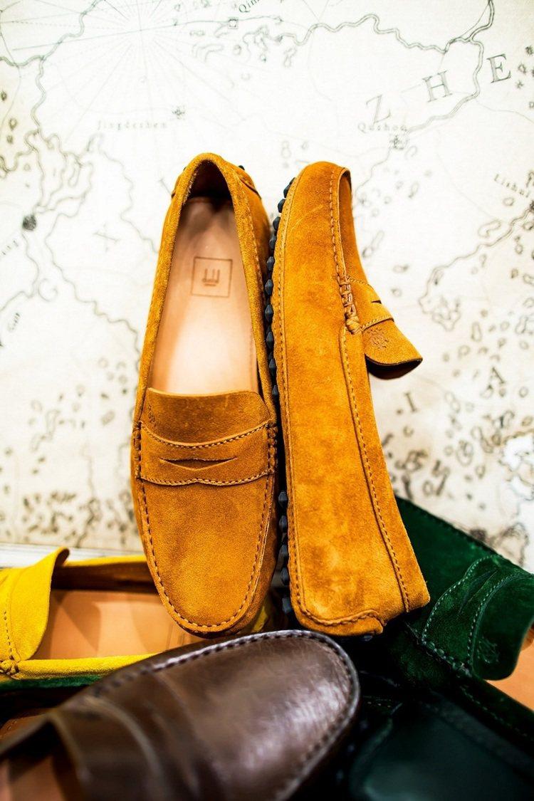 今年春夏新登場的dunhill開車鞋推出更多新色,更加時尚。 圖/...