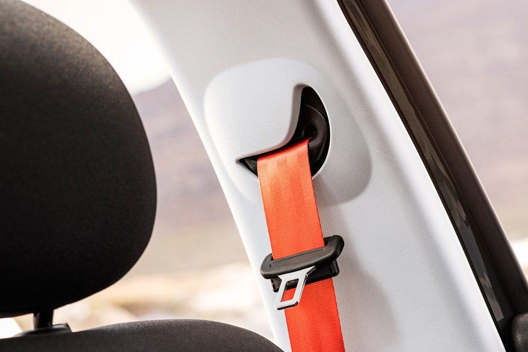 內裝大抵維持原先設計,但仍加入橙色安全帶增添活力。 摘自Citroen.com