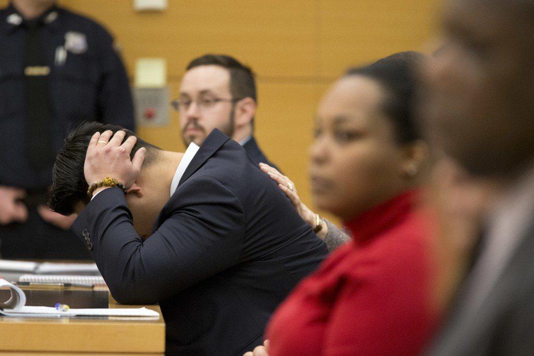 紐約布魯克林最高法院判處梁「二級過失殺人罪」,並將面臨15年牢獄刑罰。聽聞判決結...
