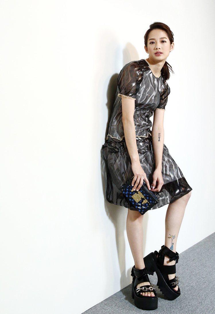 簡嫚書穿LV春夏新裝、搭配Samurai鞋,化身未來女戰士。。記者王騰毅/攝影