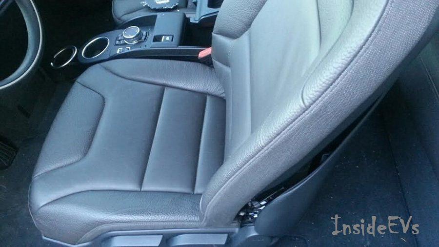 BMW i3的車門與後行李廂門仍可以正常開閉,座艙內輕微損壞。 Inside EVs