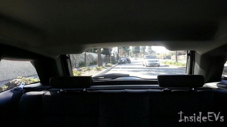 撞擊力道將 BMW i3推離撞擊點約53公尺之遠。 Inside EVs