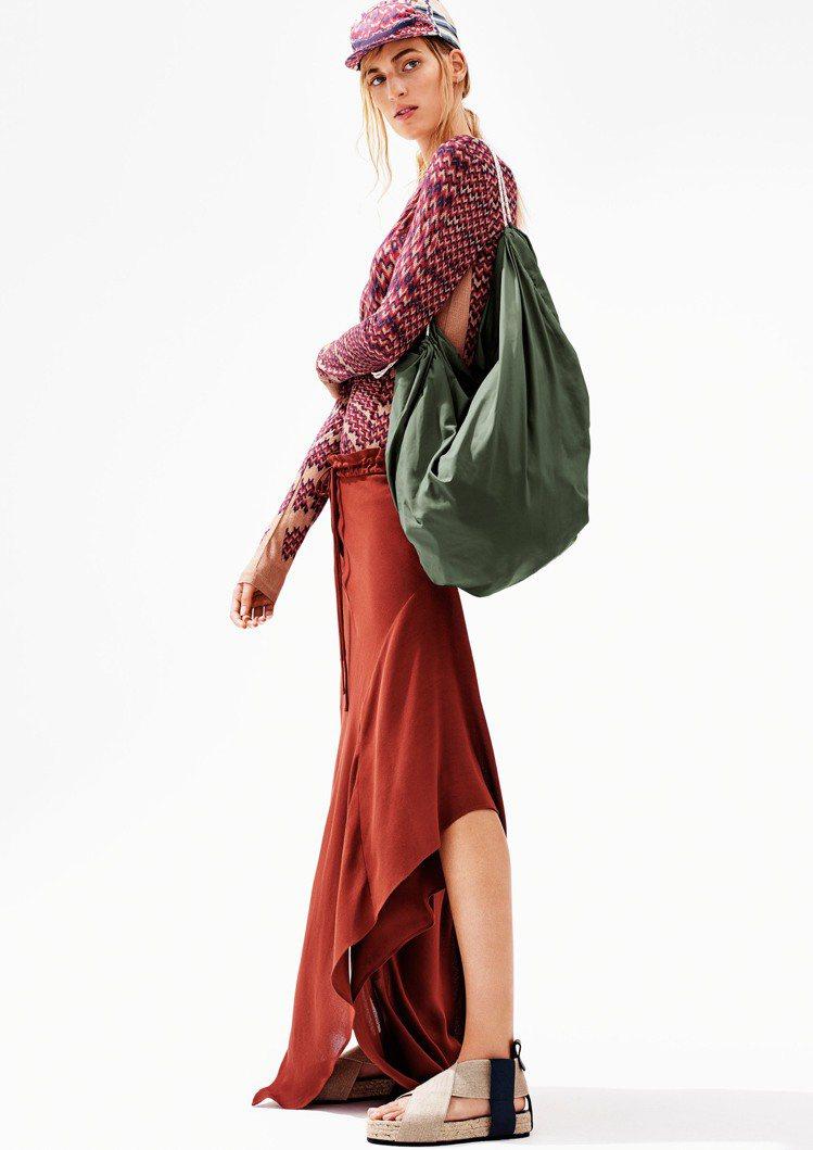 H&M推出Studio設計新裝即起上架,要買可得趁早。圖/H&M提供