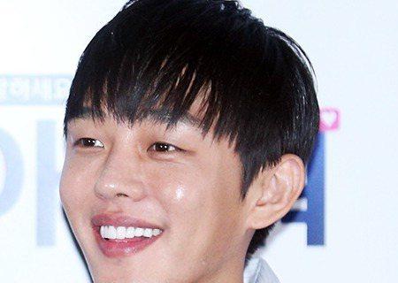 韓國演員劉亞仁客串出演電視劇《太陽的後裔》,出演部分在全劇的後半段。26日,某媒體報道《太陽的後裔》方面表示「劉亞仁在去年(2015年)12月進行了《太陽的後裔》的拍攝,戲份會在電視劇的後半播出,但...