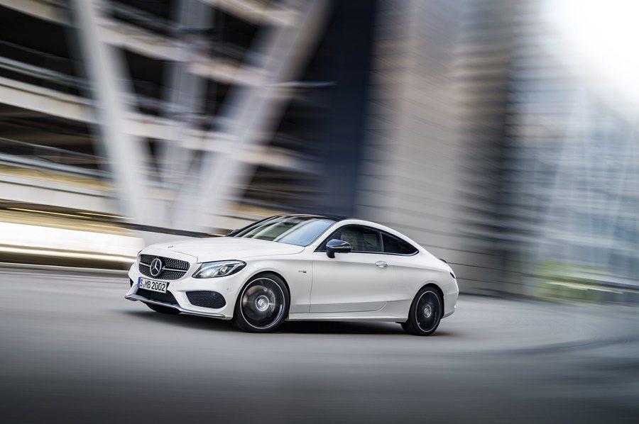 C43 AMG Coupe時速0到100公加速只要4.7秒,極速電子限速為250公里/小時。