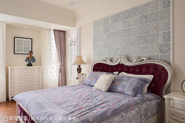 ▲主臥室: 特殊的花磚造型轉化為牆面獨有的風景,形塑迷人的異國風尚。