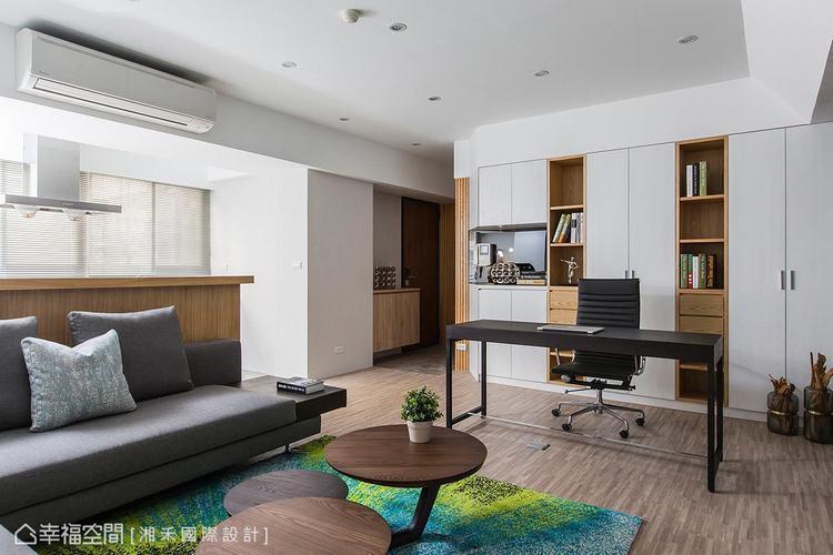 ▲明亮光感: 大量的戶外光源從窗戶引入,照亮一室簡約、舒適的空間氛圍。