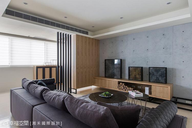 ▲電視牆: 黑色系勾勒物件表情,電視牆以仿清水模的質地鋪陳,矮櫃上搭以黑框的藝術...