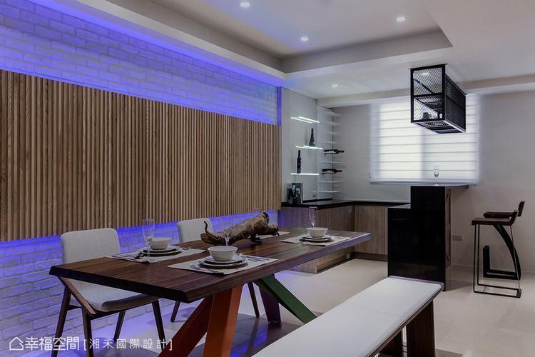 ▲餐桌: 餐桌背牆以白色文化石為底,木作格柵裝飾其中,引出日系品味的閒適情調。