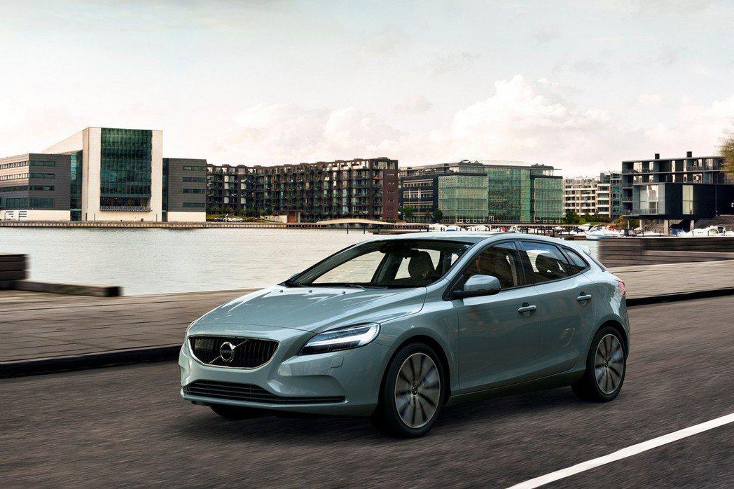 Volvo發表全新V40和V40 Cross Country,成為品牌旗下第三款採用全新家族面貌的車款。 摘自Volvo.com