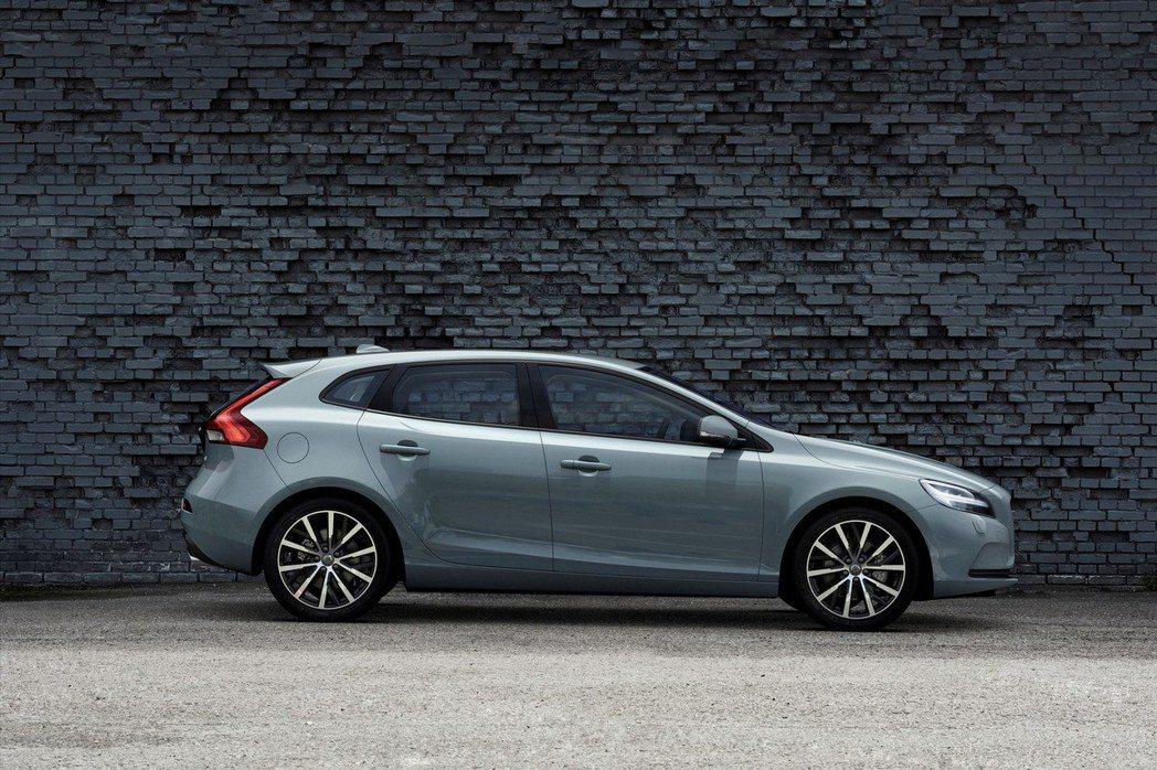 主打年輕族群的V40車系,不論車身外型或底盤性能等調校均以年輕熱血為主。 摘自Volvo.com