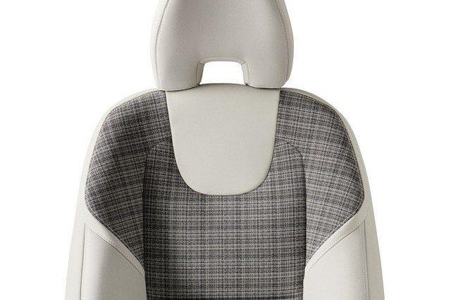 座椅新增City Weave城市專屬配色,主要以真皮與織布混搭而成。