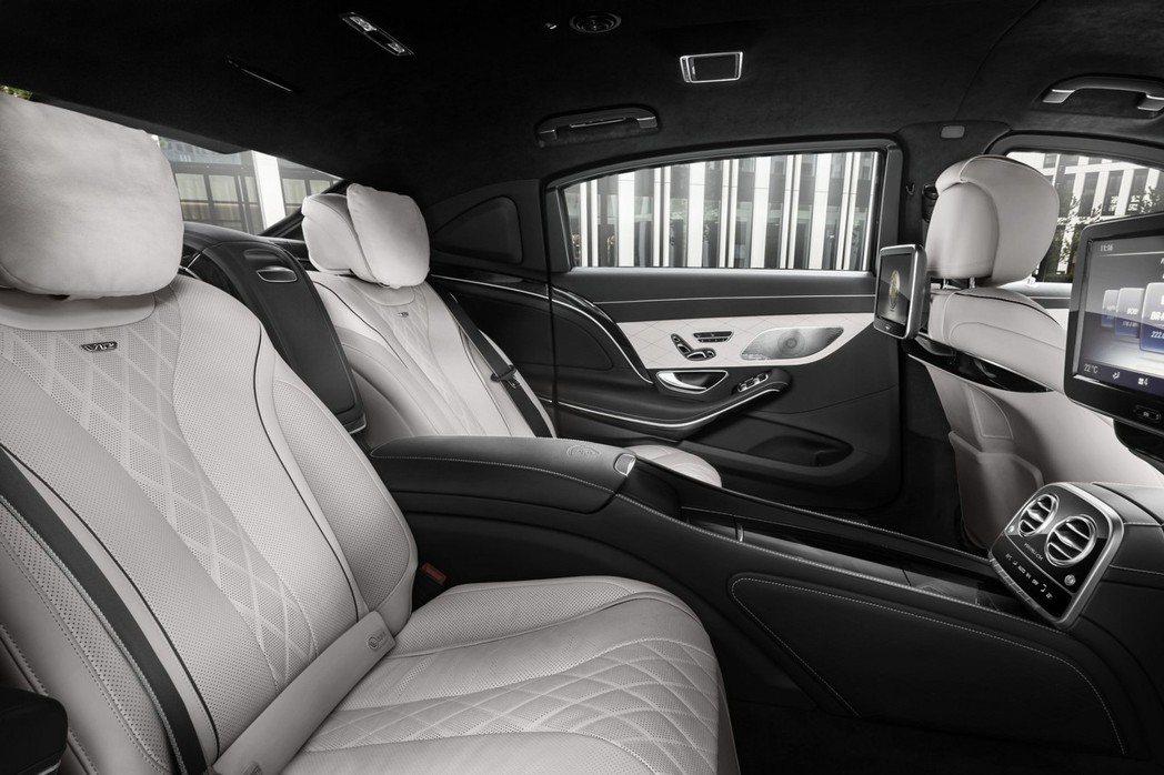 Maybach S600 Guard防彈車為了提升防彈效果,取消後座三角窗,但整體座艙仍維持原先的奢華享受。 摘自Mercedes.com