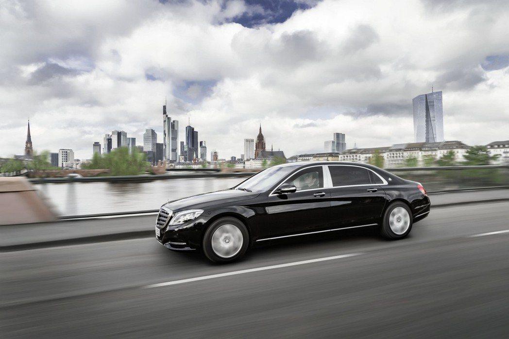 Mercedes-Maybach推出了S600 Guard防彈車,宣稱擁有全球最高VR10等級防護。 摘自Mercedes.com