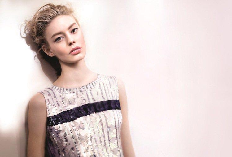 新一代底妝流行自體發光,隨時開起美肌模式。圖/迪奧提供