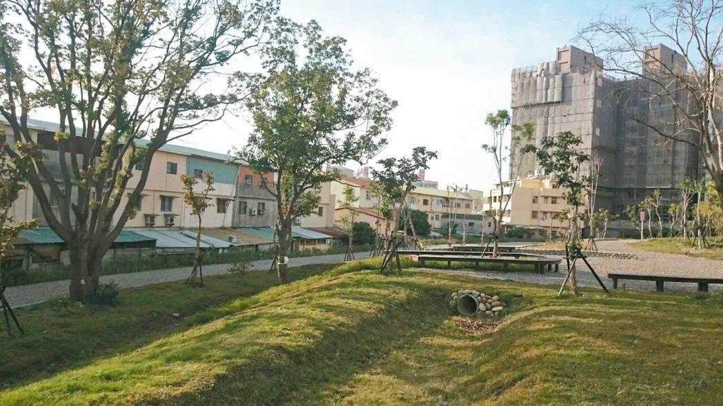 台中市豐原去年開始出現不少新建案,通常為2房或3房的標準格局,單價落在25萬元上...