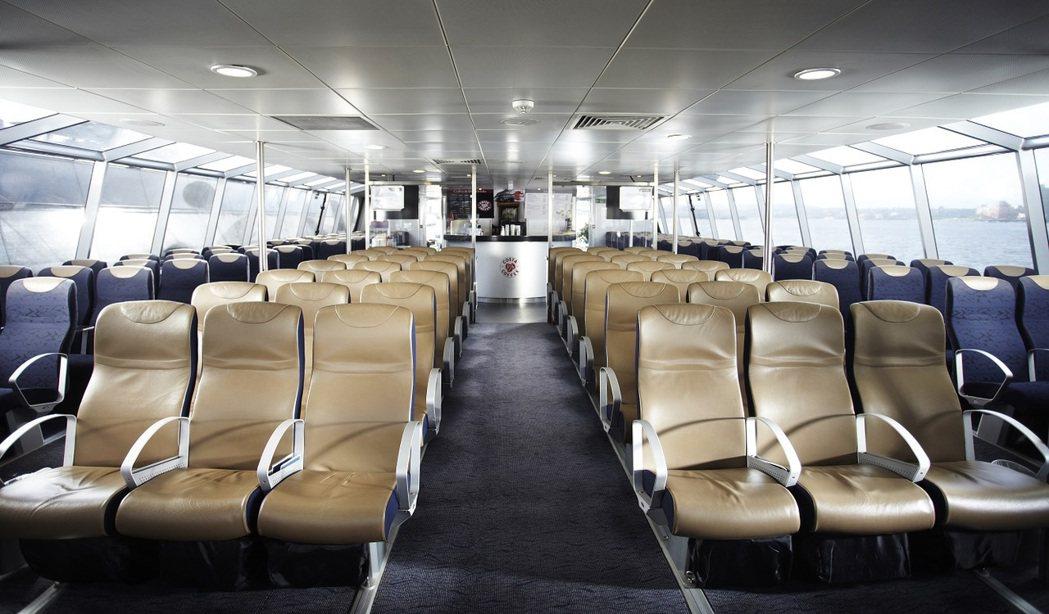 倫敦「河川巴士」船內舒適的客艙空間。 圖/Transport for Londo...
