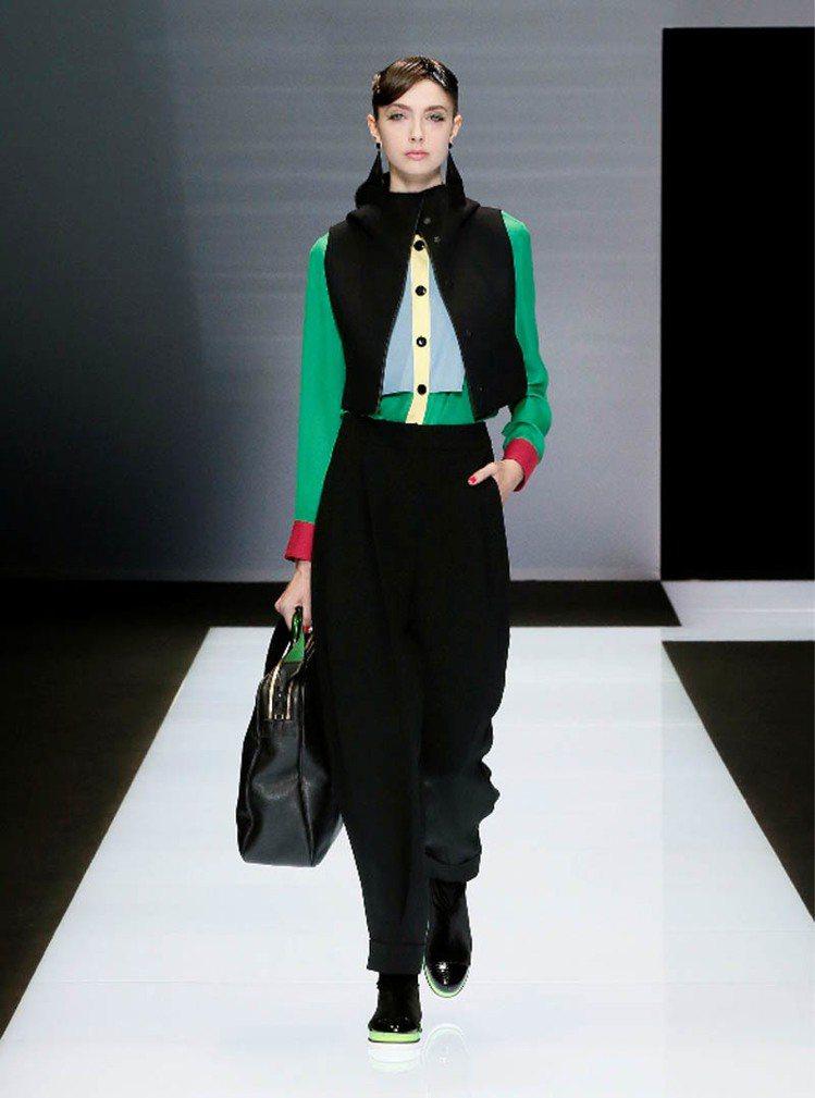 Emporio Armani展現品牌特色的俐落線條、簡潔輪廓。圖/Emporio...