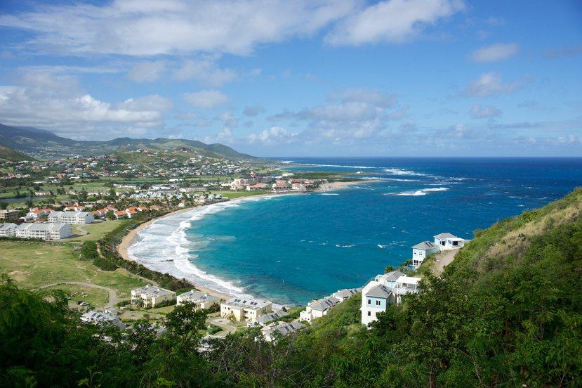 在聖基茨美麗的海灘或灣岬上置個產,也同樣也可以獲得一本聖基茨護照。 photo ...