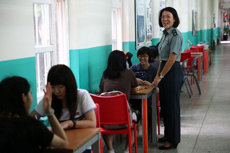 2015年11月18日,台灣師範大學「軍訓室」熄燈,而保留軍訓課程與教官人員,一同併入「專責導師室」。 圖/聯合報系資料照片