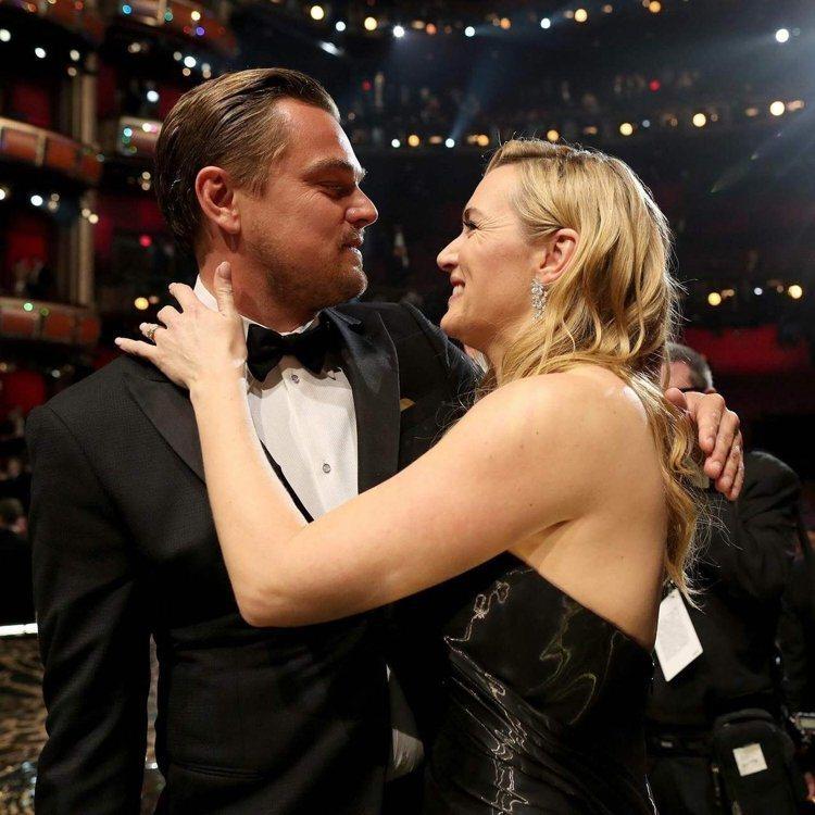 李奧納多確定得獎時,凱特溫斯蕾開心迎上前相擁,相當為男方開心。圖/法新社