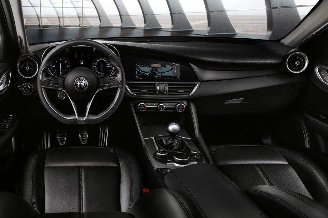原廠提供三款內裝氛圍供消費者選擇,最快將於4月15日進行量產。 摘自Alfa R...