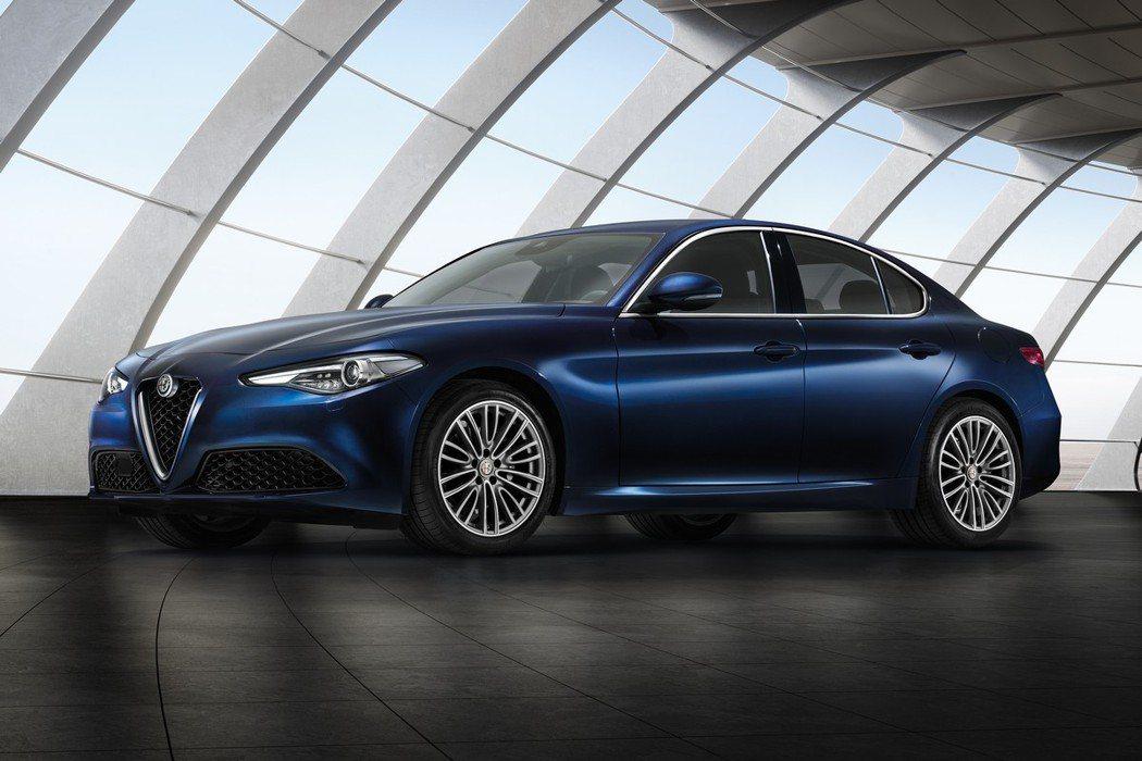 原廠展出經濟實惠的Giulia豪華版車型,再次引發討論話題。  摘自Alfa ...