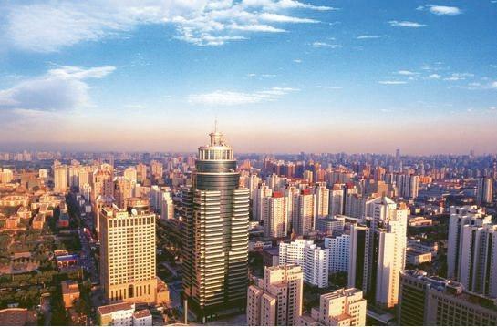 深圳房價近十年房價總體上漲508.5%,逼得富士康、華為等廠逃離。 網路照片
