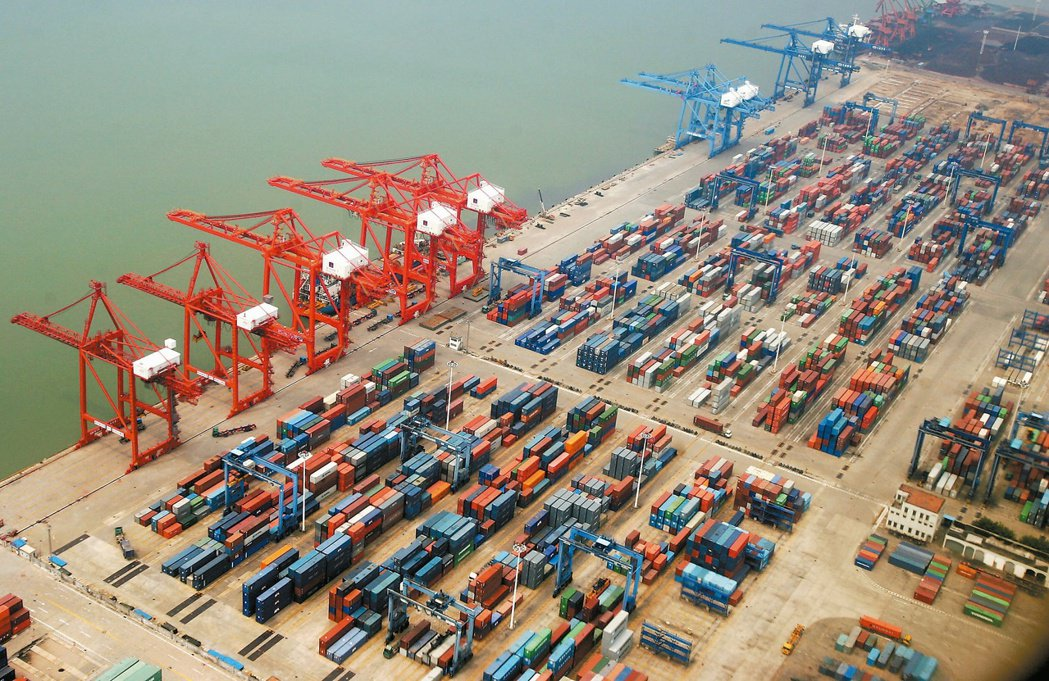 兩岸服務貿易協議談判完成,大陸開放台商可獨資在福建經營港口裝卸及貨櫃場。圖為福建...